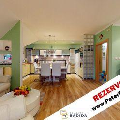 ***   R E Z E R V O V A N É   *** Moderný, priestranný, tehlový a slnečný, 3 izbový byt s panoramati