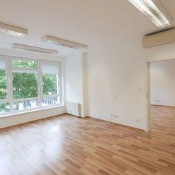 Kancelária o výmere 100m2 s výhľadom na Hviezdoslavovo námestie. Voľná ihneď.