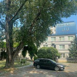 3i. veľkometrážny byt 134m2, TERASA, balkón, výťah, KLÍMA, Bajkalská ul., BA II, NIVY, 2x kúpeľňa