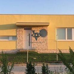 Predáme modernú 3 ročnú novostavbu v obci Štitáre na 581m2 pozemku