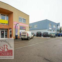 Ponúkame Vám na prenájom kanceláriu o výmere 42 m2 s parkovaním na ul. Zlatovská v Trenčíne.