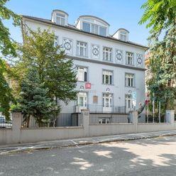 HERRYS - Na predaj veľkometrážneho 4 izbového bytu na najvyššom poschodí s krbom a terasou v mestske