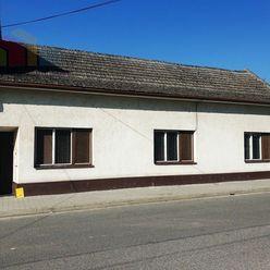 EXKLUZÍVNE ** Na predaj starší tehlový 4-izbový rodinný dom 120 m2 s pozemkom o výmere 557 m2 - Nové