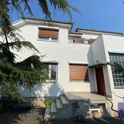 --PBS-- EXKLUZÍVNA 8-izbová rodinná vila so zenovou záhradou (možnosť prerobiť na 3 byt. jednotky),