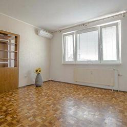 REZERVOVANÉ..Na predaj 2-izbový byt, 6.posch./ z 8., loggia, orientácia do zeleného vnútrobloku, rek