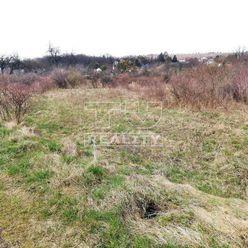 Predaj pozemku vhodného na výstavbu RD, Nižná Kamenica, 455m2.