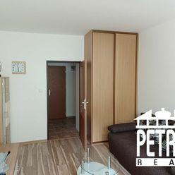 PREDAJ : veľký 1 izbový byt po rekonštrukcii blízko centra mesta Banská Bystrica