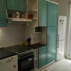 ROMANOVA - slnečný 3-izb byt s pekným výhľadom - Petržalka