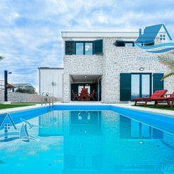 Luxusní vila s bazénem ve středomořském stylu, Privlaka