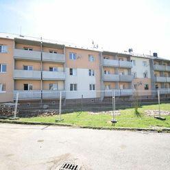 Ponúkame Vám na predaj 1 izbový byt s veľkou loggiou po čiastočnej rekonštrukcii  v Dubnici nad Váho