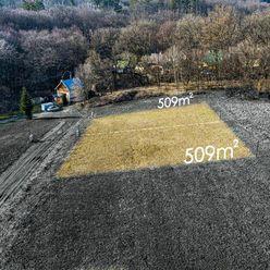 POD GRUNTOM - slnečný pozemok 1018 m2 v peknej lokalite pri lese - KE II - MYSLAVA