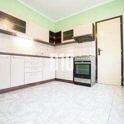 Rezervované - Na predaj 2 izbový byt - balkón- Benkova