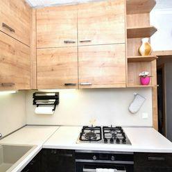 2i byt, 57 m2 – Pezinok:  kompletná rekonštrukcia, presklená loggia, pivnica, samostatná kuchyňa, kl