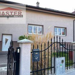 Exkluzívne na predaj pekný veľký 9 izbový dvojgeneračný dom v Bánovciach n/B, pozemok 1000m2
