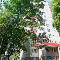 3-izbový byt s veľkou lodžiou v Karlovej Vsi - volajte 0917 346296