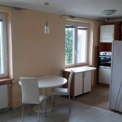 Ponúkame na prenájom pekne prerobený 2 - izbový tehlový byt v Komárne