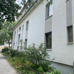 PREDAJ - Priestranný 2 Izbový Byt V Pôvodnom Stave Na Odborárskej Ulici