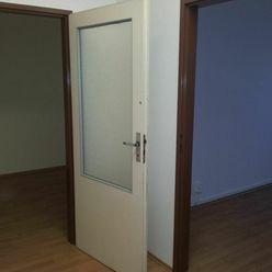 LEN:  8,33.-€/ m2/ mesiac! Prenájom dvoj kancelária s umývadlom 36m2 + parkovacie miesta, Bulharská