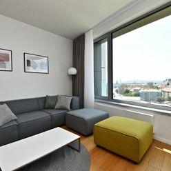 PREDAJ Moderne zariadený 2-izbový byt v projekte SKY PARK s výhľadom na hrad