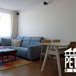 PREDAJ : krásny plne zariadený byt v novostavbe na Komenského ulici
