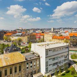 HERRYS - Predaj 2 izbového bytu s priamym výhľadom na Bratislavský hrad a veľkým garážovým státím, V