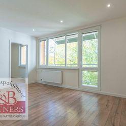 Ponúkame Vám na predaj kompletne novo-zrekonštruovaný byt 3+1i na ul. Bazovského v Trenčíne.