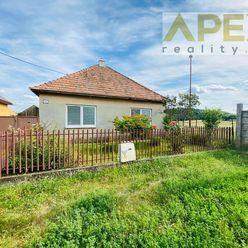 Exkluzívne APEX reality prízemný rodinný dom v Dvorníkoch, pozemok 776 m2, všetky IS