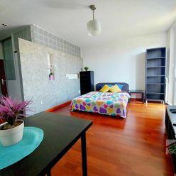 Moderný 1 izbový byt v príjemnej lokalite, Pluhová ul.