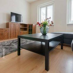 PRENÁJOM - Krásny 2- izbový byt v centre mesta na Župnom námestí