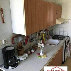 PREDAJ - 4 izbový byt s balkónom v pôvodnom stave pri centre v Komárne