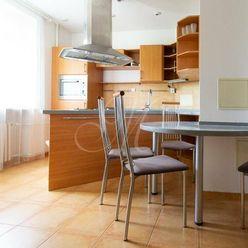 Pekný moderný zariadený 2i byt s lodžiou, ideálny na spolubývanie