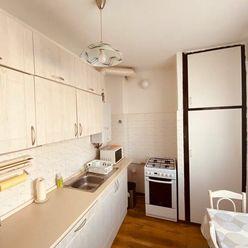 Prenájom 3 izb. bytu v KE - Sever, čiastočne zariadený, výmera 65m2, balkón.