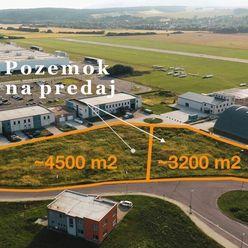 Pozemok pri vstupe do priemyselnej zóny Prievidza. 3.200 m2 alebo 4.500 m2.
