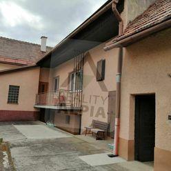 Predaj veľkého rodinného domu s rovinatým pozemkom v obci Lučatín