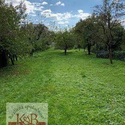 Ponúkame Vám na predaj rodinný dom v obci Štvrtok s pozemkom o rozlohe 808 m2.