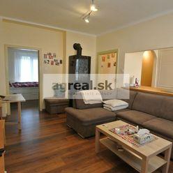 Predaj, komplet. zrekonštruovaný (r.2020) 3- izb. byt (74,91 m2 + 4,49 m2 balkón ) v centre Hainburg