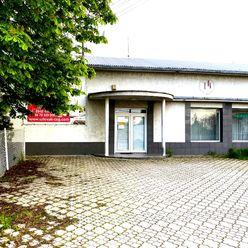 Polifunkčná budova pri hlavnej ceste na Bratislavu