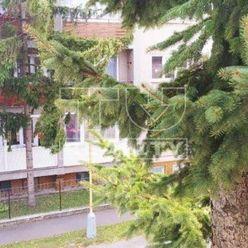 Výnimočný 3 izbový byt s garážou a vlastnou záhradkou o výmere 72m2 v Lučenci na lukratívnom mieste