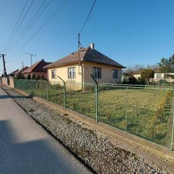Slnečný rodinný dom v pokojnej časti obce Veľká Ida