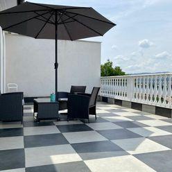 Na PREDAJ luxusná VILA - 3 byty, 3 samostatné izby a 2 garáže