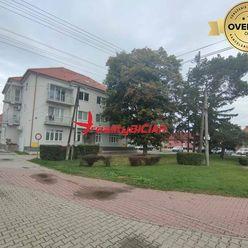 Prenájom - Veľkometrážny trojizbový byt v centre Sládkovičova