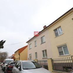 HERRYS - Na prenájom podkrovný 3 izbový byt  na Šarišskej ulici v Ružinove, vhodný na kanceláriu, s