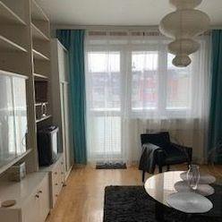Ponúkame Vám na predaj slnečný 3-izbový byt na Hlaváčikovej ulici v Bratislave