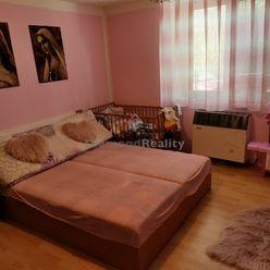 Na predaj dva ihneď obývateľné rodinné domy Vinodol