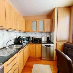 VÝBORNÁ LOKALITA: Na predaj 4 izbový byt, 80 m2, M.C.SKLODOWSKEJ,  KOMPLETNÁ REKONŠTRUKCIA.