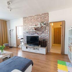 REZERVOVANÉ Krásny 2i byt v Ružinove, 2x balkón + klimatizácia