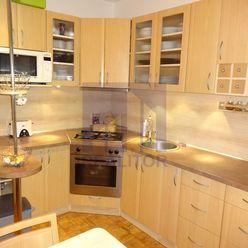PREDAJ, 3 izbový rekonštruovaný byt - VNKS, lodžia, 70 m2