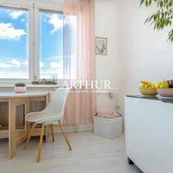 ARTHUR - SLNEČNÝ 1 izb. byt s nádherným výhľadom v Petržalke na Jasovskej ul.