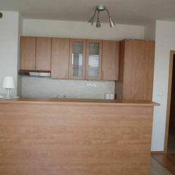 Predmetom prenájom 1 izbového bytu na ulici Na Križovatkách, BA II s vlastným parkovacím miestom