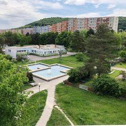 Apartim s.r.o predá veľký 3 izbový byt v krásnom, kľudnom prostredí na Červeňákovej ulici